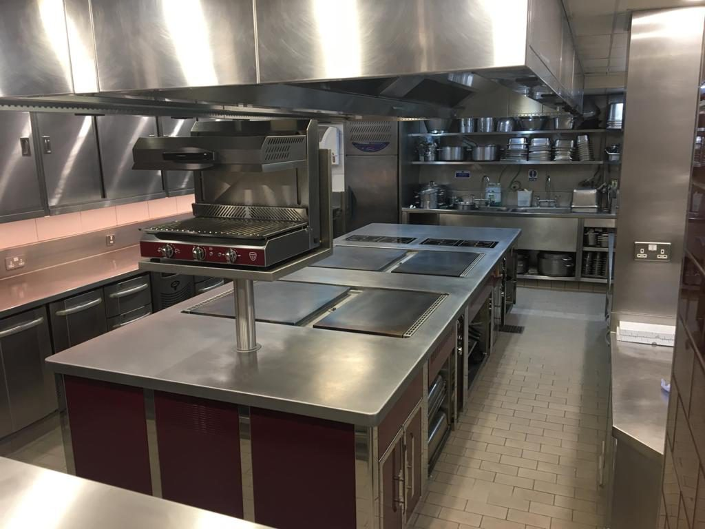 professional bespoke island cooking suite in vibro finish