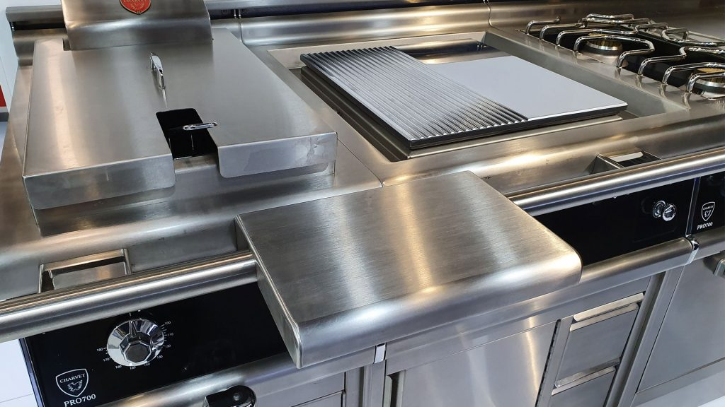 Pro 700 cooking range from Charvet
